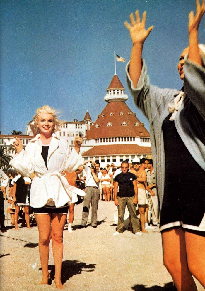 Some-Like-it-Hot-marilyn-monroe-16355443-1416-2005